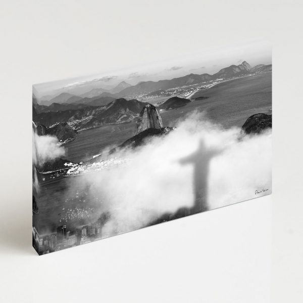 Quadro Canvas - Sombra do Cristo Redentor nas Nuvens com Pão de Açúcar ao Fundo 2