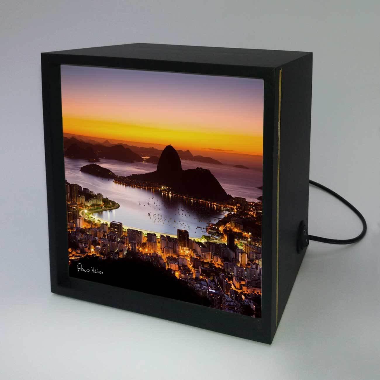 Backlight - Amanhecer no Rio de Janeiro com Pão de Açúcar
