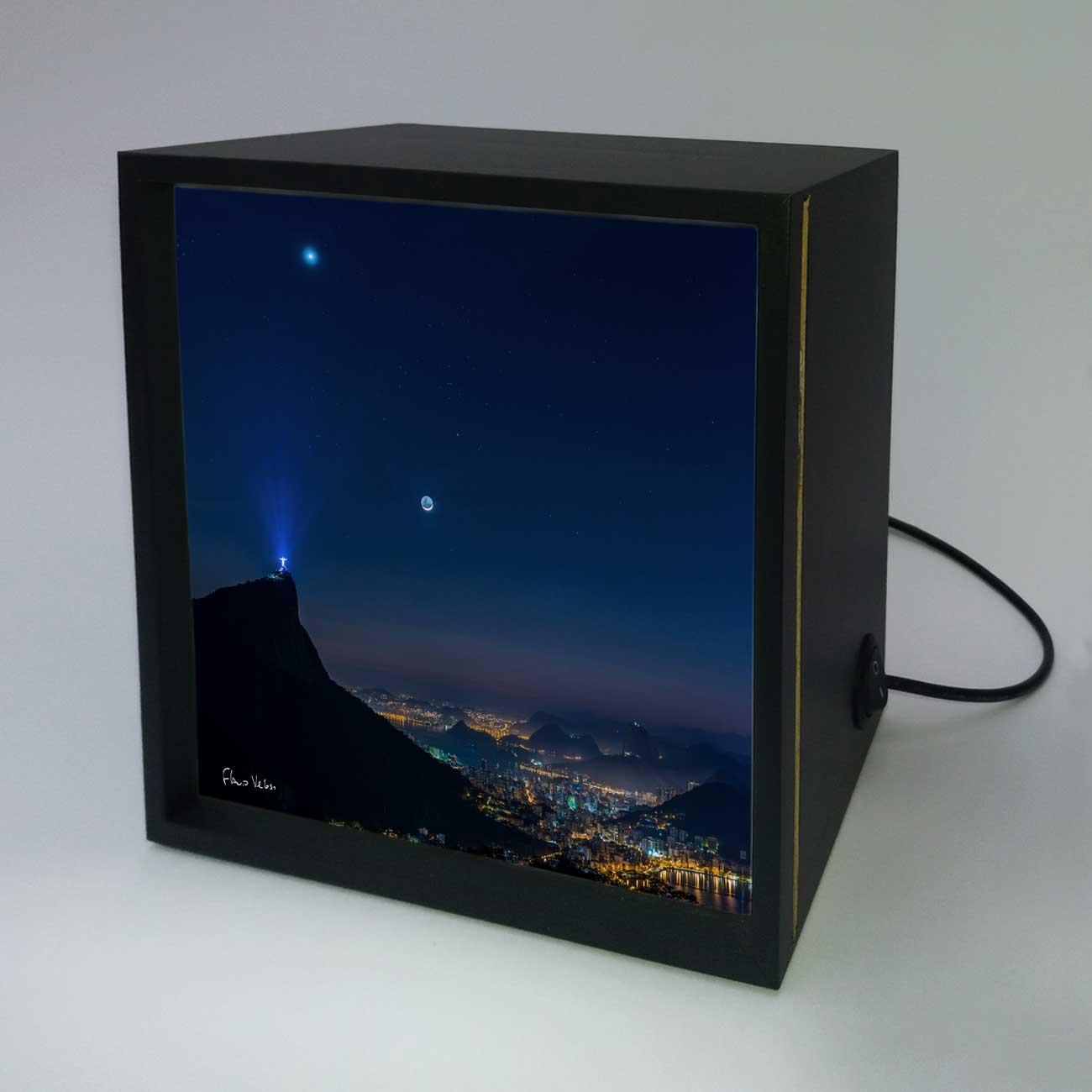 Backlight - Venus, Touro e Lua em luz Cinéria sobre o Rio de Janeiro