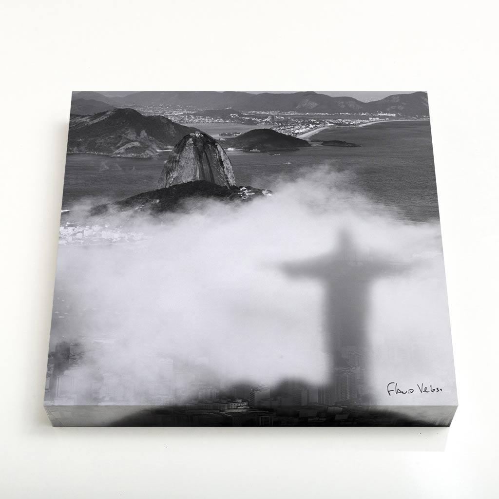 Quadro Quadrado - Sombra do Cristo Redentor nas Nuvens com Pão de Açúcar ao Fundo