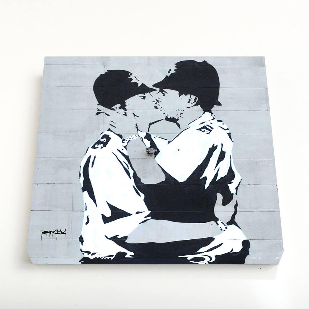 Quadro Quadrado - Kissing Policemen